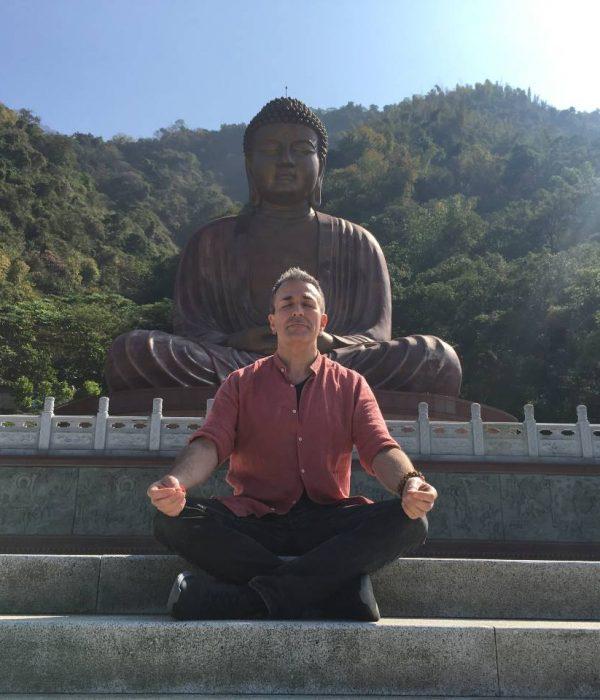 méditation devant bouddha